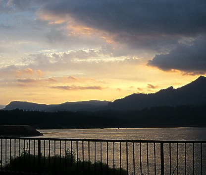 sunset at cascade locks